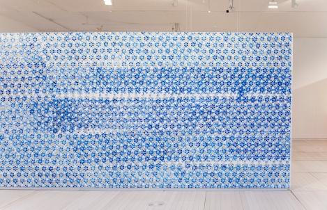 """""""Mai Berlin"""".Pintura acrílica sobre papel pegado sobre muro de museo. 6,38 x 2,46 m. Exposición colectiva """"Eso sigue su curso"""" en el Museo de Pontevedra, 2014"""
